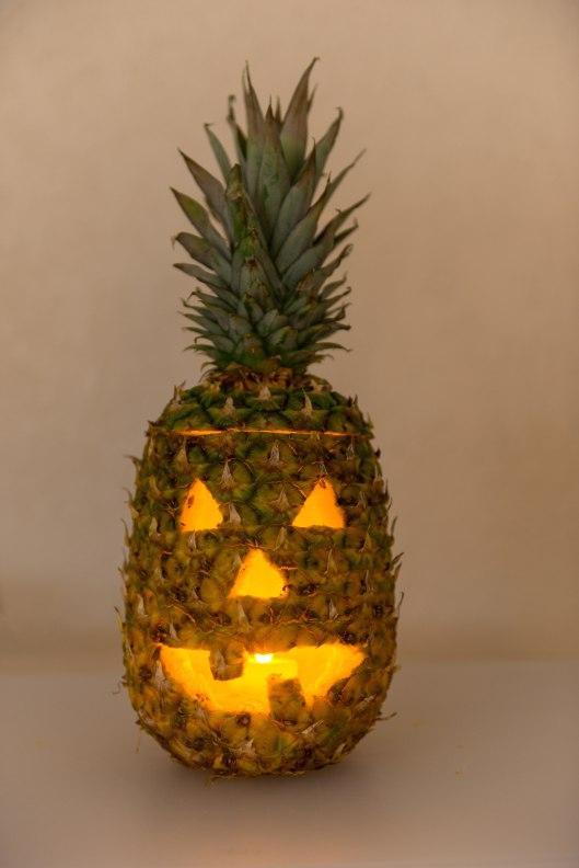 Ana Garcia Photo,Ana Garcia Photography,Florida,Florida Photographer,Miami,Miami Photographer,Miami photography,Nature Photographer,carve a pineapple,halloween,halloween pineapple,jack-o-lantern,pineapple,pineapple jack-o-lantern,